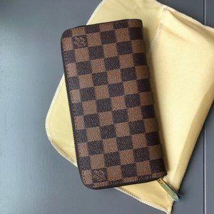 Louis Vuitton zippy wallet *read description*